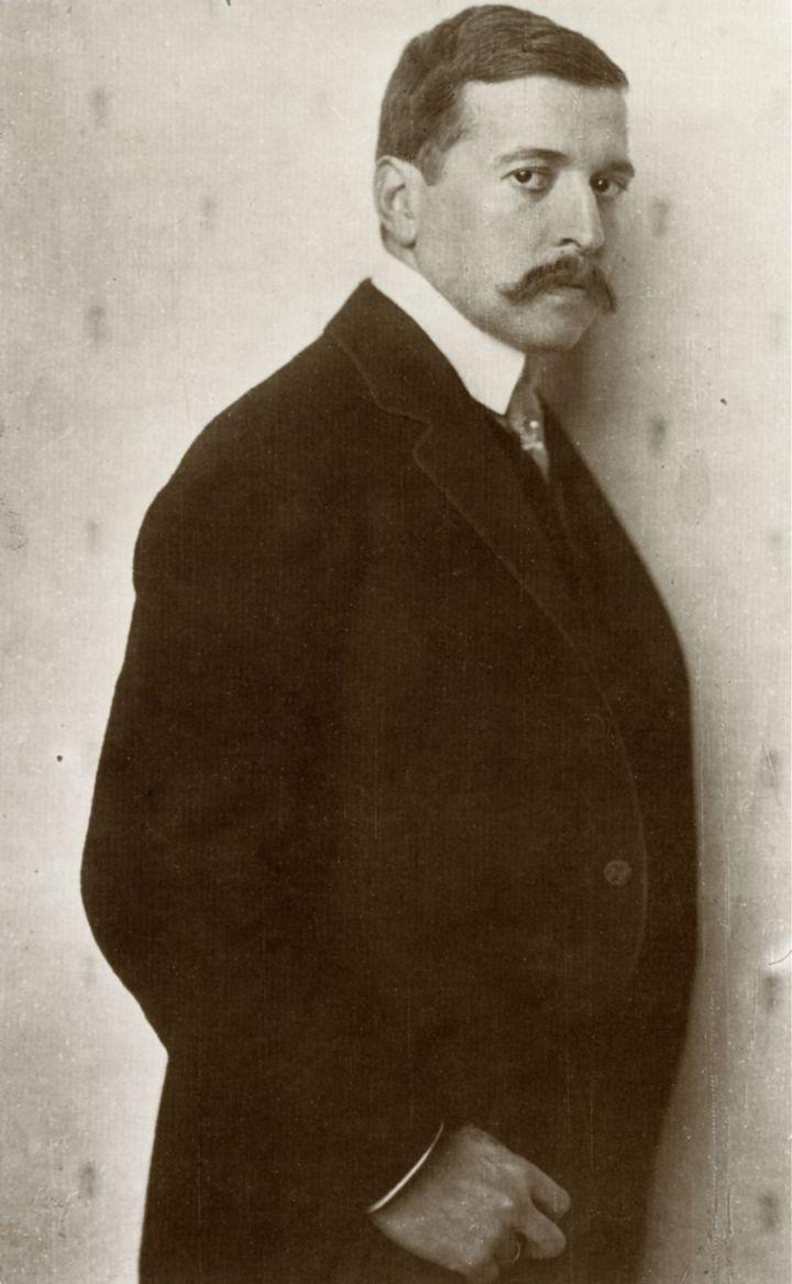 """Nicola_Perscheid_-_Hugo_von_Hofmannsthal_1910 """"Nicola Perscheid - Hugo von Hofmannsthal 1910"""" von Nicola Perscheid - httpimages.zeno.orgLiteraturIbighofmapor.jpg. Lizenziert unter Gemeinfre"""