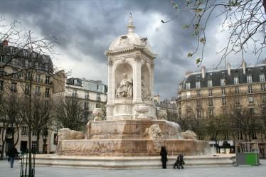 Fontaine de la place Saint Sulpice, Paris. Par Coyau — Travail personnel, CC BY-SA 3.0